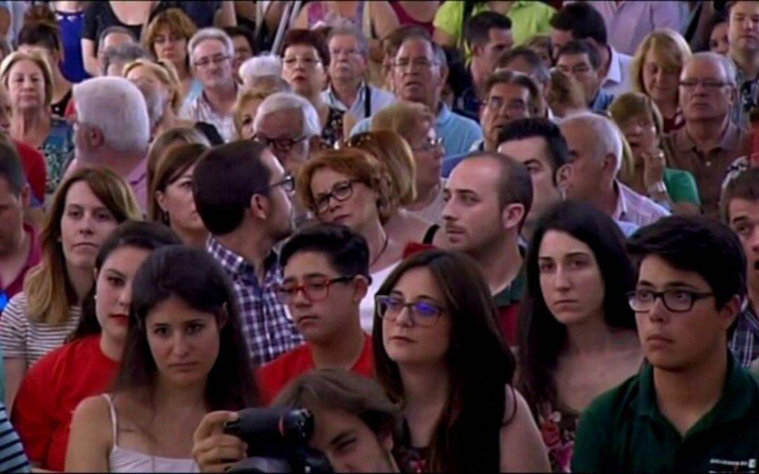 """Más de 300 jóvenes se reúnen en el acto """"Jóvenes con Pedro"""" celebrado en Fuenlabrada"""