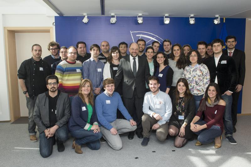 Juventudes Socialistas de España se reúne con Martin Schulz en su visita al Parlamento Europeo
