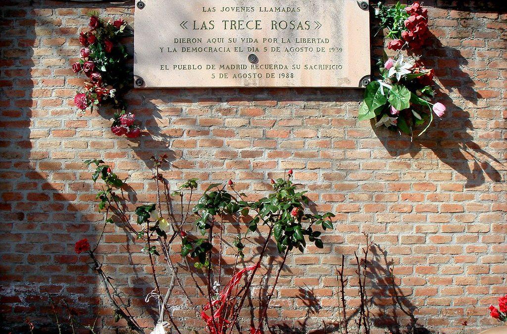 Las Juventudes Socialistas conmemoran el 81 aniversario del fusilamiento de las Trece Rosas.